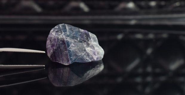 La purification des bijoux en pierres naturelles : rééquilibrer les énergies